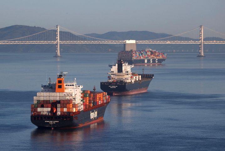 Stau vor San Francisco: Containerschiffe warten auf Abfertigung