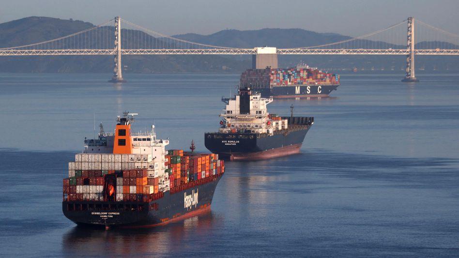 Containerschiffe vor San Francisco: Die Frachtschifffahrt kommt mit dem Aufschwung des Welthandels nicht mit