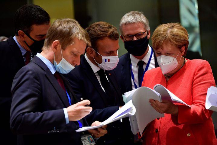 Sanchez, Macron, Merkel: Regierungschefs beim Corona-Gipfel in Brüssel