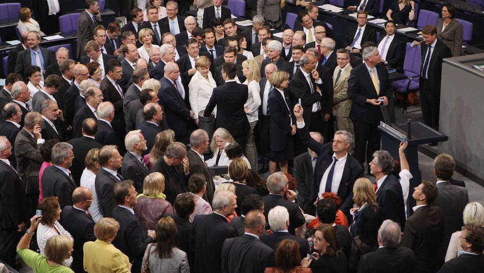 Bundestag: Die Abgeordneten haben dem Fiskalpakt und dem ESM zugestimmt. Nur die Linke ist dagegen und hat Klage eingereicht