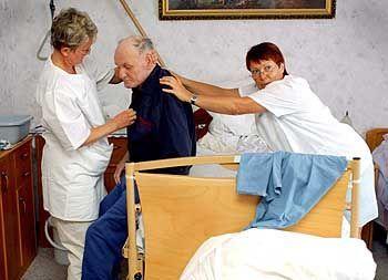 Krankenpflege: Eine mögliche Tätigkeit auch für Langzeitarbeitslose