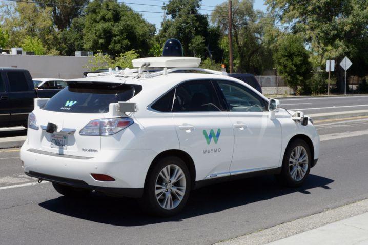 Selbstfahrendes Auto von Google: Die großen Automobilhersteller liegen auf dem Zukunftsmarkt Elektromobilität und autonomes Fahren Jahre zurück