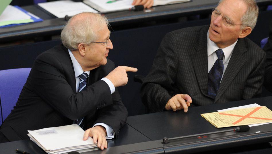 Es geht, es geht nicht: Über den richtigen Kurs in der Steuerpolitik sind sich Finanzminister Schäuble (rechts) und Wirtschaftsminister Brüderle nicht immer einig