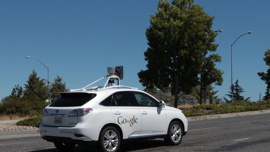Selbstfahrendes Autor mit Technik von Google: Große digitale Konzerne erobern die reale Wirtschaft