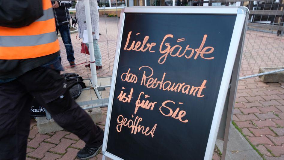 Gastronomie zu Ostern: Getestete Besucher konnten sich zu Ostern mancherorts in Sachsen im Zuge eines Modellversuchs in Restaurants niederlassen. Mehr Freiheiten für Geimpfte stellt Gesundheitsminister Jens Spahn in Aussicht.