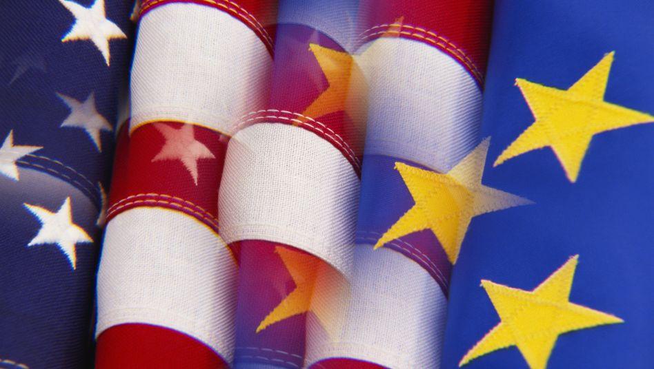 Flaggen auf Tuchfühlung: Das US-Steuergesetz Facta, das ab 2013 gelten soll, dürfte auch auf Finanzhäuser des Euro-Raums Auswirkungen haben
