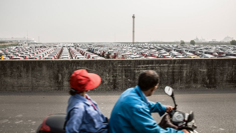 Neuwagen am Hafen von Shanghai: Die gesamten Importe sanken im Dezember noch stärker als die Exporte (-4,4 Prozent), ein Zeichen für die Schwäche der Nachfrage