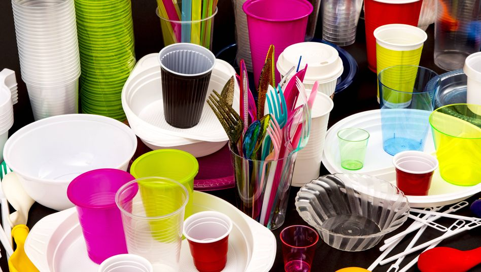 Plastik-Einweg-Geschirr: Das Verbot soll erst in zwei Jahren in Kraft treten. Offenbar will die EU der Industrie ausreichend Zeit zur Umstellung einräumen