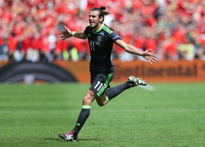 """Torschütze Gareth Bale: Eine Niederlange für England wäre Rückenwind für die Brexit-Fans gewesen. Doch die """"Three Lions"""" drehten das Spiel"""