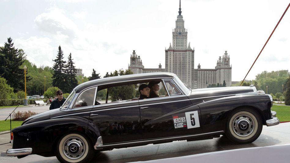 Mercedes-Oldtimer-Show in Moskau: Mercedes ist die meistverkaufte Premiummarke in Russland