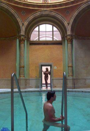 Das Friedrichsbad in Baden-Baden: Bietet Sauna, Fitness und heisse Quellen