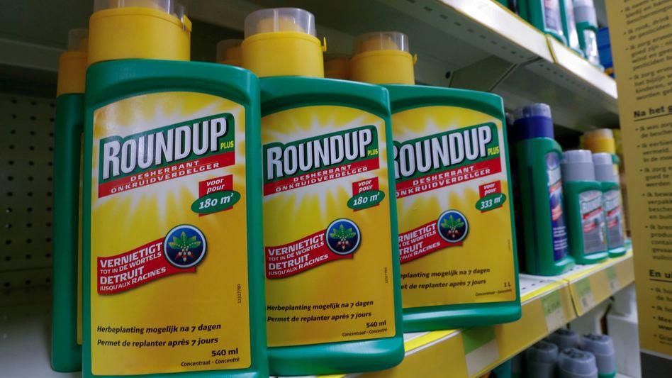 De Unkrautvernichter Roundup ist nach Einschätzung von US-Richtern krebserregend. Bayer muss jetzt für die übernommene Tochter Monsanto haften
