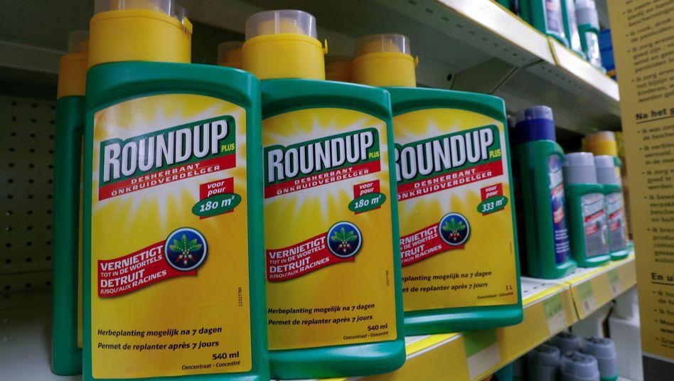Auch wenn sich der Betriebsgewinn wegen der Monsanto-Übernahme zuletzt deutlich erhöht hat, bleiben Schadenersatzprozesse wegen angeblicher Krebsrisiken glyphosathaltiger Unkrautvernichter für Bayer ein großes Risiko