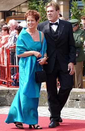 Vor dem Bayreuther Festspielhaus in der fränkischen Heimat: Michael Glos und seine Ehefrau Ilse