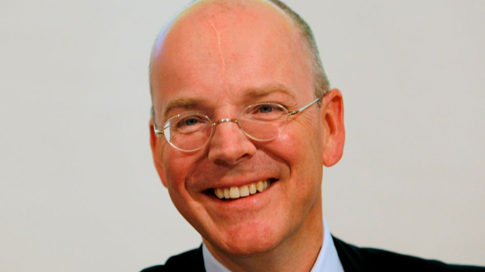 Commerzbank-Chef Martin Blessing darf ab Juni, wenn die Staatshilfen zurückgezahlt ist, mit einem höheren Gehalt rechnen