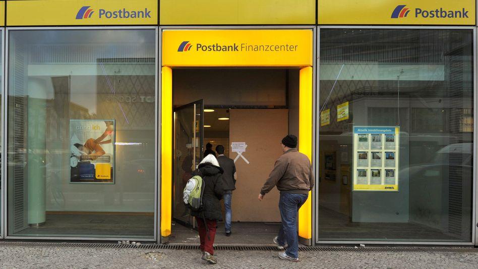 Bankenfiliale: Schnell rein, bevor sie schließt