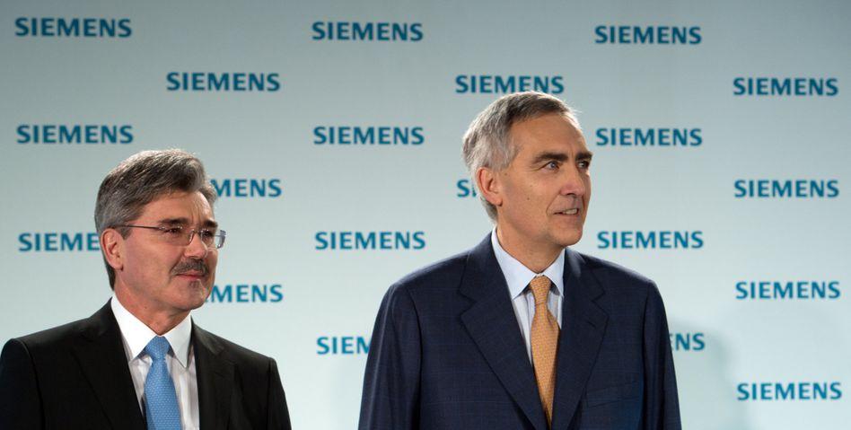 Nur ein leises Grummeln: Siemens-Vorstandschef Peter Löscher (rechts) und Finanzvorstand Joe Kaeser (links) während der Hauptversammlung in München