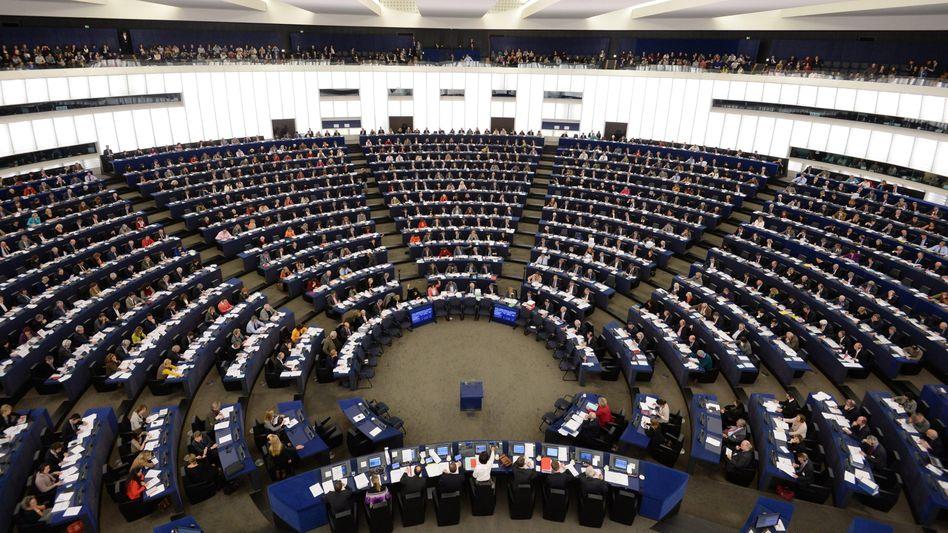 Plenum im Straßburg: Mehrheit für umstrittenes Gesetz