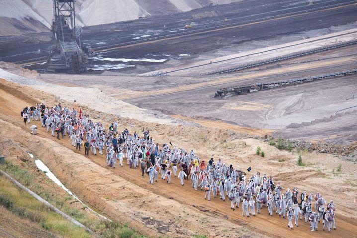 Braunkohle-Gegner im Braunkohletagebau Garzweiler: Weitere Protestaktionen werden kaum vermeidbar sein