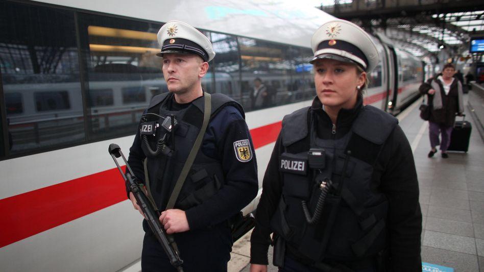 Stellenüberhang: Aufgrund verlängerter Arbeitszeiten und des Wegfalls von Grenzkontrollen gibt es zu viele Polizisten