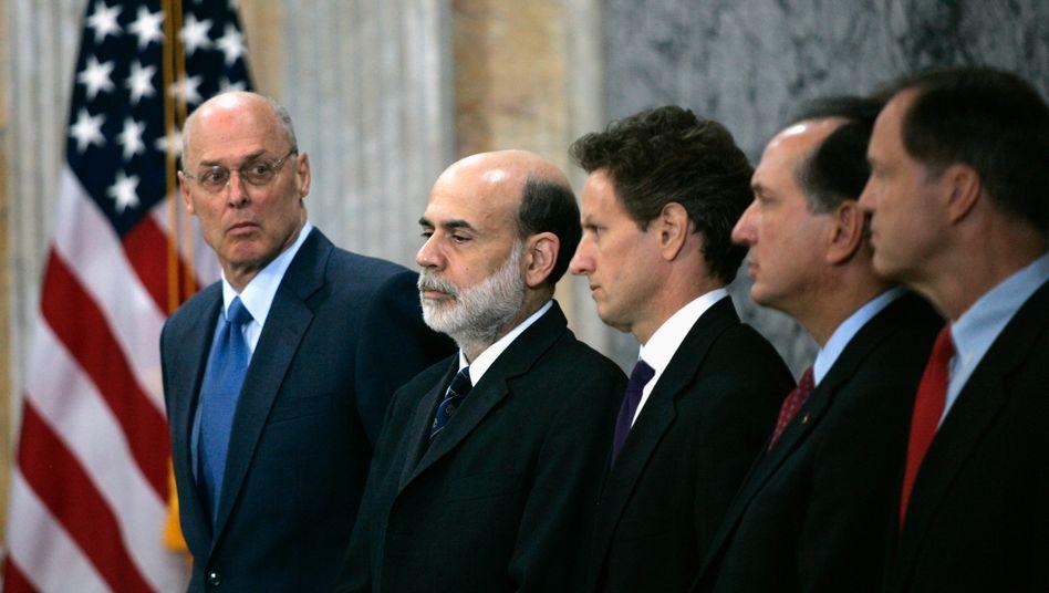 Die Autoren Henry Paulson, Ben Bernanke und Tim Geithner (von links, Archivaufnahme 2008)