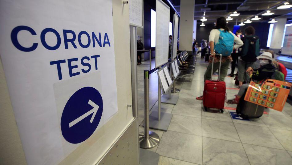 Auf zum Pflicht-Test: Wer in Risikogebiete reist, bekommt vom Steuerzahler einen Test spendiert