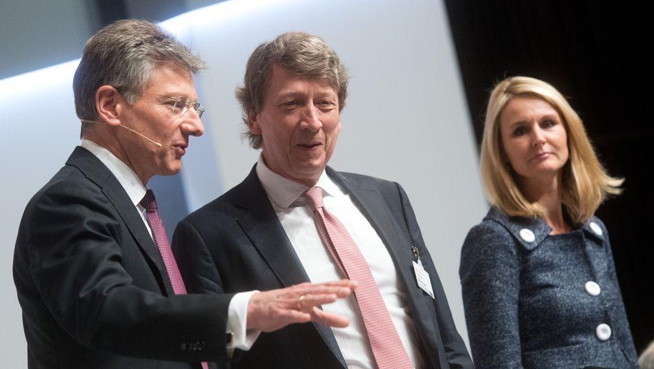Blick auf E-mobility: Conti-Chef Elmar Degenhart (links), Finanzvorstand Wolfgang Schäfer und Personalvorstand Ariane Reinhart