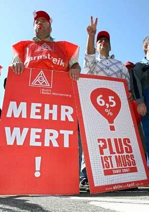 Nachholbedarf: Demonstration für mehr Einkommen während der Tarifverhandlungen mit Südwestmetall im Mai dieses Jahres