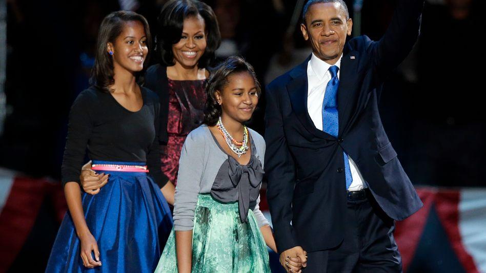 Familienauftritt in Chicago: Präsident Barack Obama, Ehefrau Michelle und die Kinder Malia und Sasha
