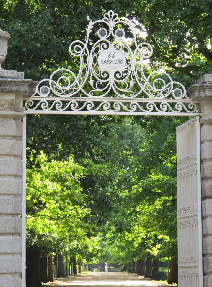 Eingang zum Capricho-Garten am Rande von Madrid: Hier finden Besucher viele Hinweise auf die spanische Geschichte