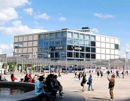 """Verkauft für fast 130 Millionen Euro: Das Einkaufscenter """"Die Mitte"""" am Berliner Alexanderplatz"""