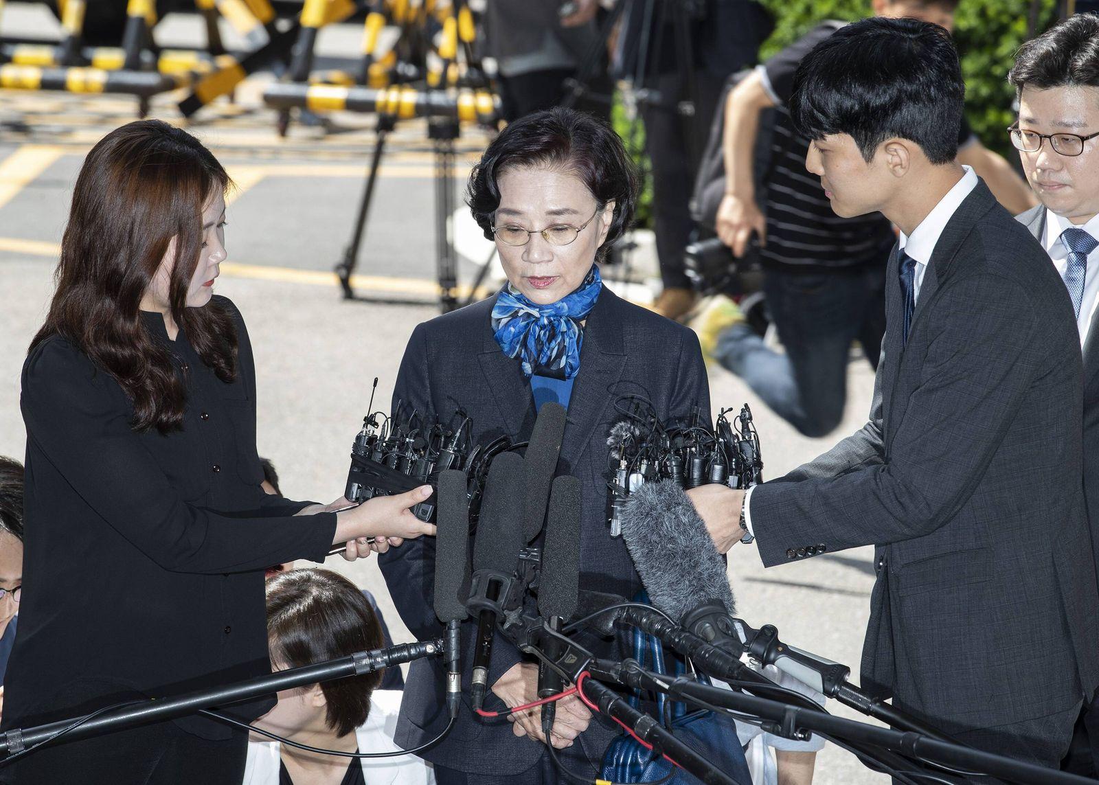 EINMALIGE VERWENDUNG Lee Myung-hee