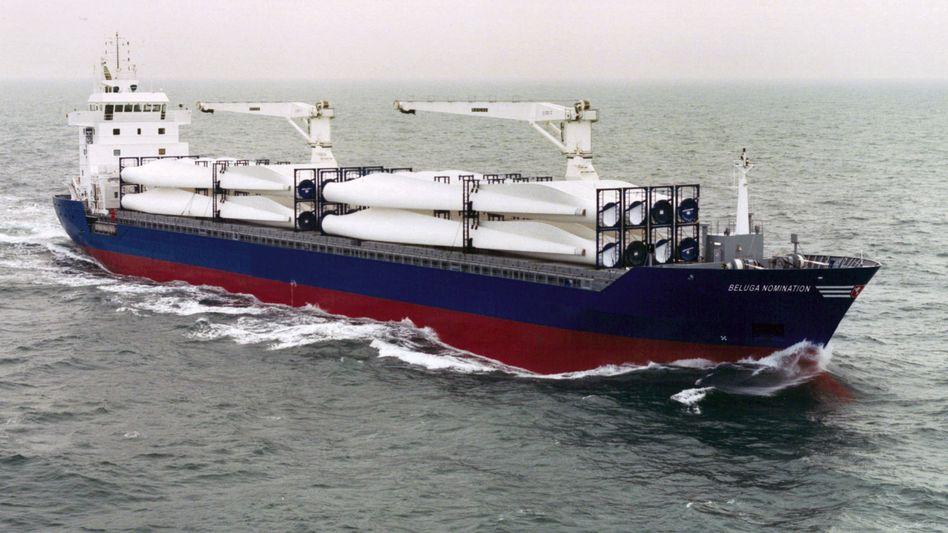 """Gegenwind für Anleger: Die Pleite der Bremer Beluga-Reederei wirkt sich auch auf die Ergebnisse zahlreicher Schiffsfonds aus (im Bild: die """"Beluga Nomination"""", die Anfang Januar von Piraten entführt worden war und inzwischen wieder freigegeben wurde)"""