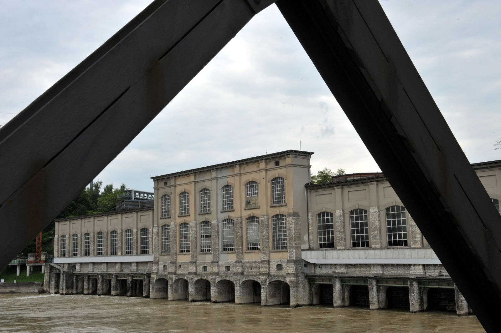 Flusskraftwerk / Rheinfelden