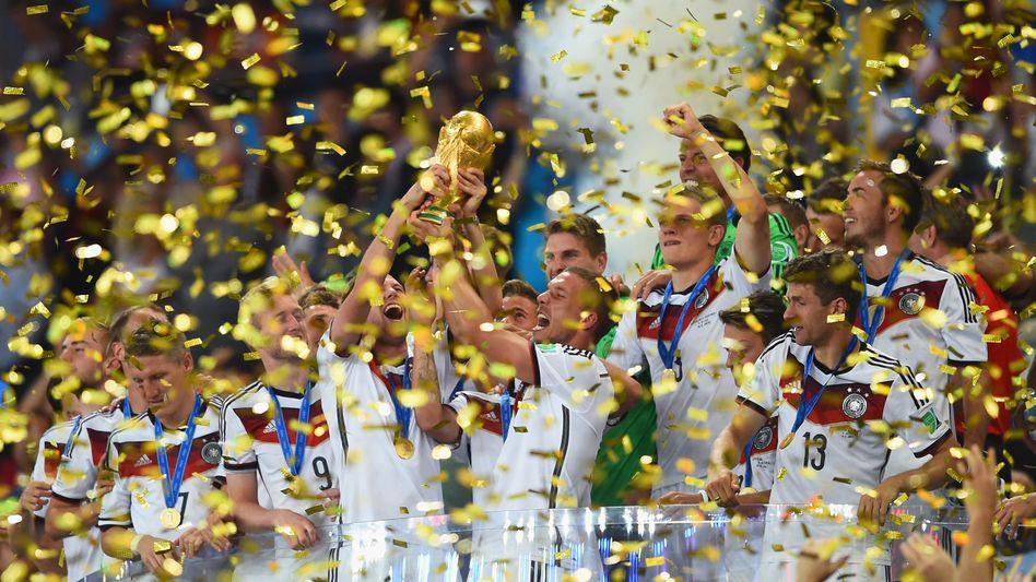 Im Goldregen: Der DFB zahlt seinen Weltmeistern fürstliche Prämien.
