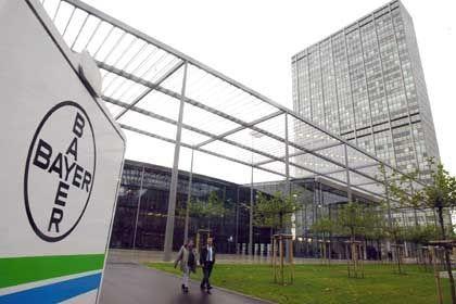Konzernzentrale Bayer: Die Zahlen des Unternehmens für das zweite Quartal 2006 waren besser als erwartet
