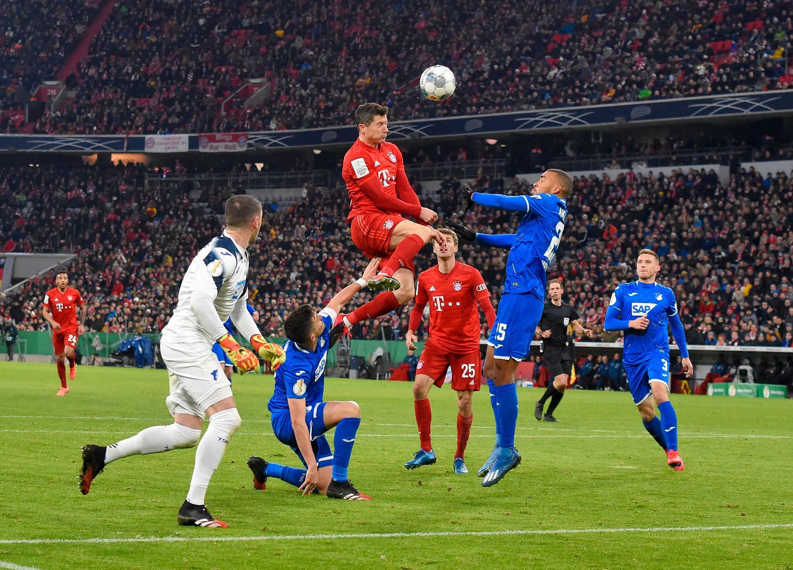 Sport Bilder des Tages 05.02.2020, Fussball DFB Pokal 2019/2020, Achtelfinale, FC Bayern München - TSG Hoffenheim, in de