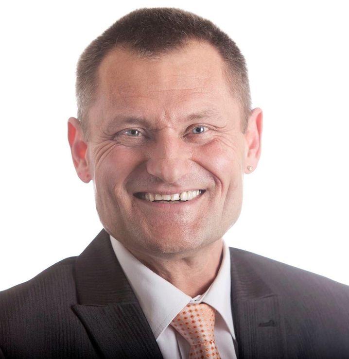 Andreas Sperling (54) ist Verkaufsberater beim Smart Center Esslingen bei Stuttgart. Der Zweisitzer wird dort seit dem Marktstart 1998 verkauft