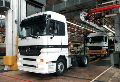 Probleme in den USA: Daimler reagiert auf schleppenden Lkw-Verkauf
