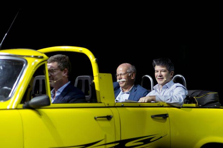 """Wo ist der Optimismus hin? Die Innovatoren Dieter Zetsche und Travis Kalanick (gefahren von Ex-""""Bild""""-Chef Kai Dieckmann)."""