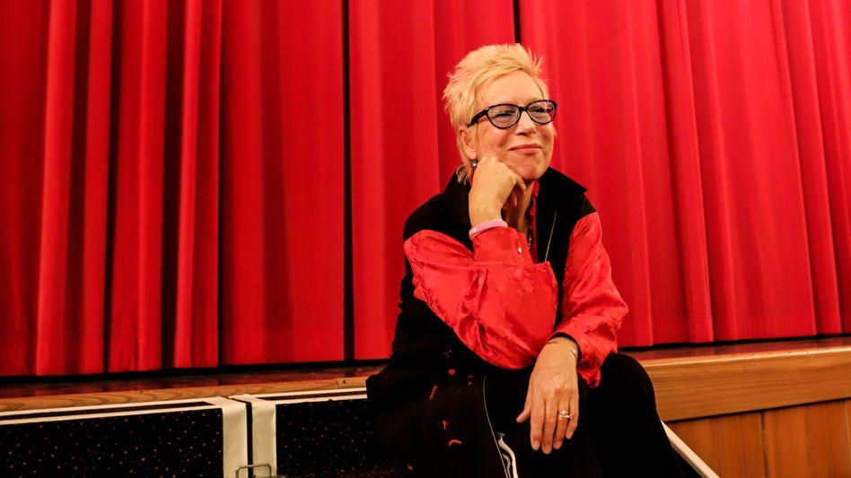 Doris Dörrie bringt Menschen biografisches Schreiben bei.