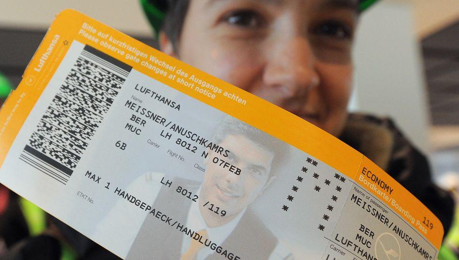Ab sofort um 16 Euro teurer: Zuschlagfreie und preiswerte Flugtickets soll es künftig nur noch bei der Lufthansa direkt zu buchen geben.