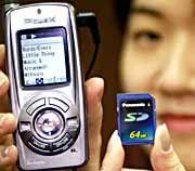 Tut nicht: NTT-DoComo-Handy mit Update-Modul.