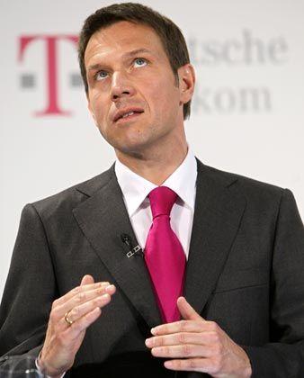 Telekom-Chef Obermann:Will die Personalkosten senken