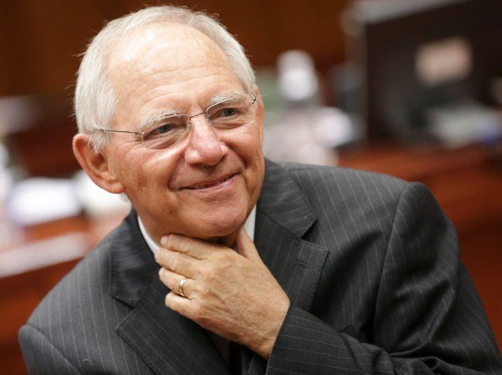 Gut gelaunt: Finanzminister Schäuble will 2015 ohne neue Schulden auskommen