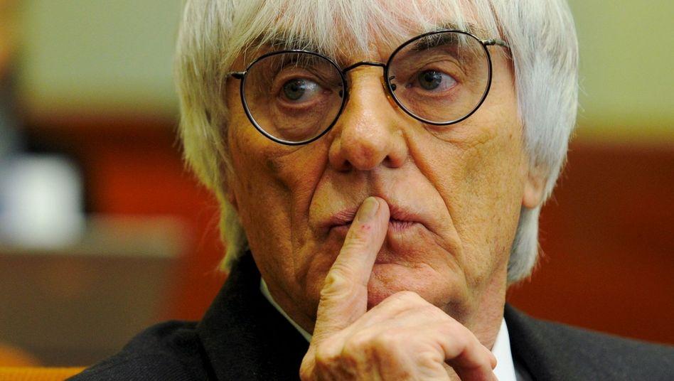 """Es wird eng für den Formel-1-Boss: Bernie Ecclestone musste Ende 2011 zunächst als Zeuge im BayernLB-Prozess aussagen. Nach dem Geständnis von Gribkowsky droht Ecclestone, der sich """"bedroht"""" fühlte, nun eine Anklage"""