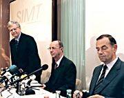 Startschuss: Auf einer Pressekonferenz im Juni 1998 stellen der englische Professor Keith Maunders (li.) und die SIMT-Initiatoren das Hochschulprojekt vor. Mti von der Partie sind Trumpf-Geschäftsführer Berthold Leibinger (Mi.) und Bosch-Aufsichtsratschef Marcus Bierich (re.)