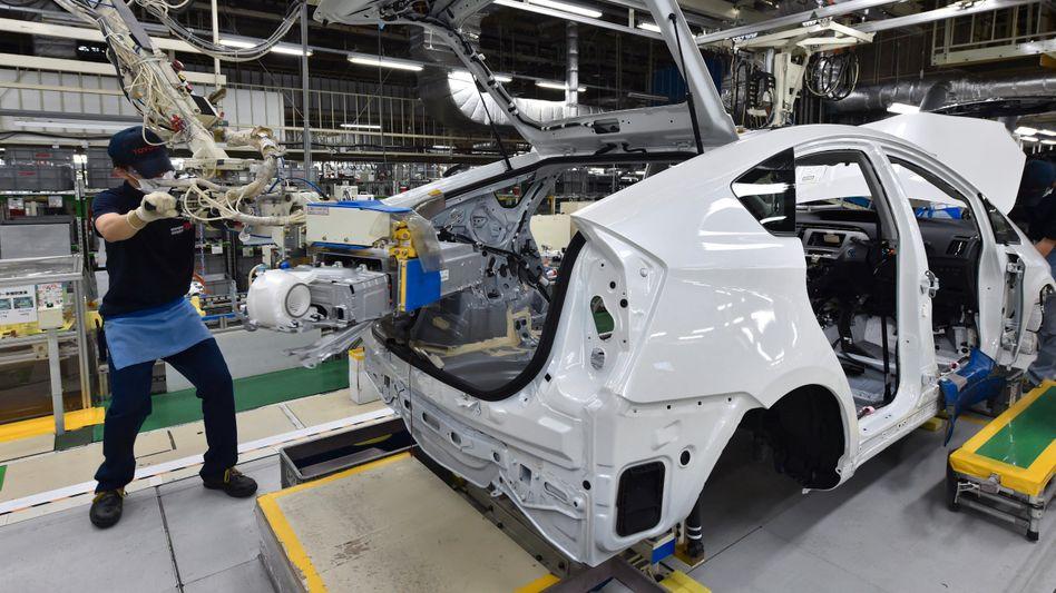 Toyota Prius: Die meisten elektrifizierten Autos von Toyota sind noch als Hybridfahrzeug unterwegs, die Zahl reiner Elektroautos soll sich erhöhen. Doch wird sich Toyota auch in Zukunft nicht auf eine Art des Antriebs festlegen