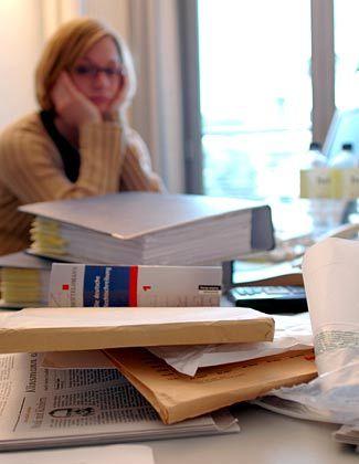 Kostet unter anderem Motiviation: Unaufgeräumter Schreibtisch