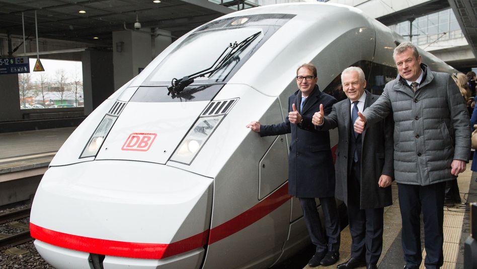 Bahn-Chef Rüdiger Grube (M., mit Bundesverkehrsminister Alexander Dobrindt, l., und Siemens-Mobility-Chef Jochen Eickholt): Dem Konzern fehlt Geld zur Finanzierung der neuen ICE-Flotte